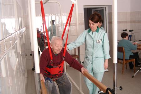 zdjęcie fizjoteraupeutki z pacjentem