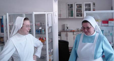 zdjęcie dwóch sióstr w dyżurce pielęgniarskiej