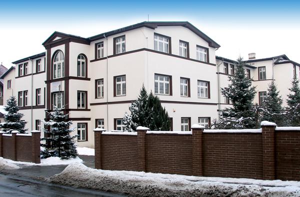 zdjęcie budynku Zakładu leczniczego w zimie